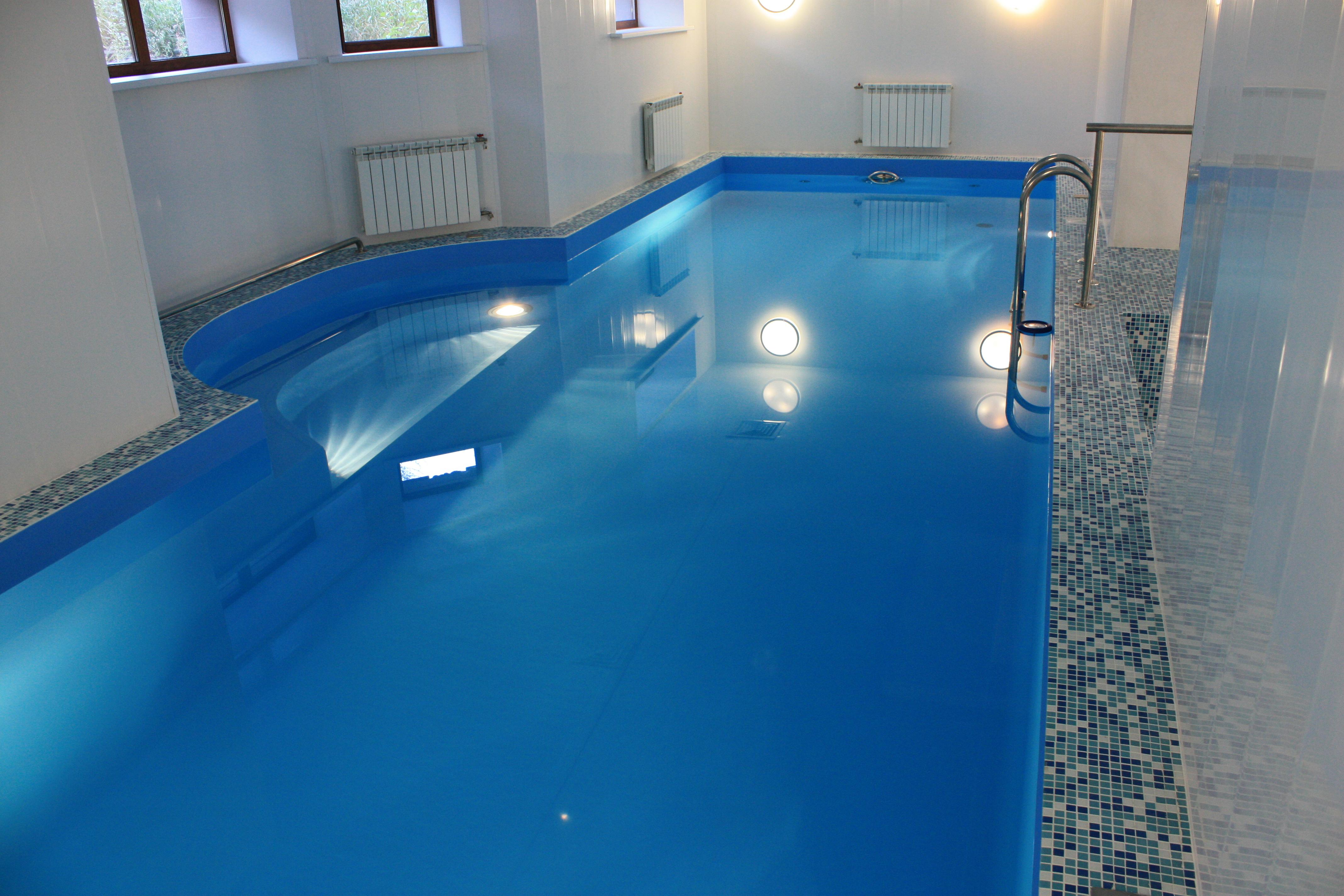 Применение химии для бассейна позволяет очистить воду