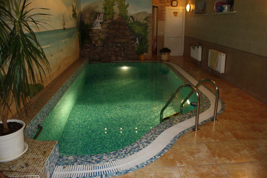Подводное освещение в бассейне