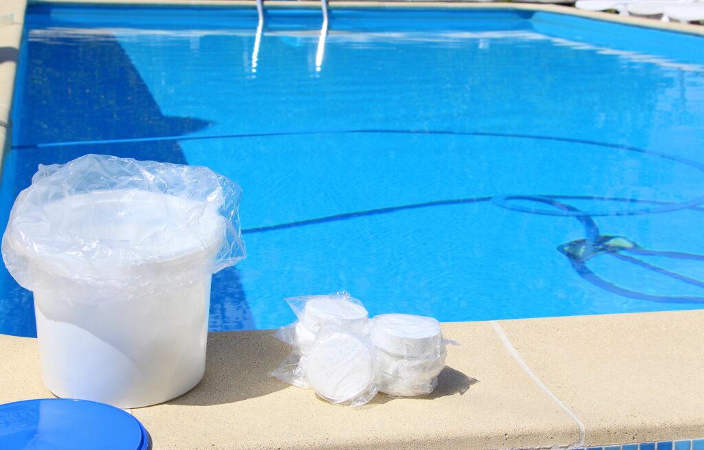 Концентрация химических веществ в бассейне